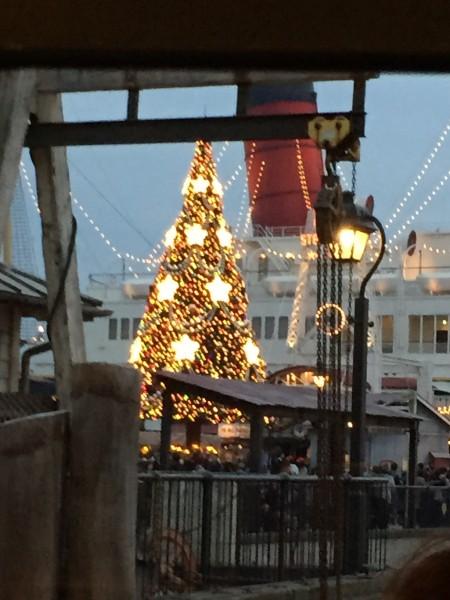 東京ディズニーシーのクリスマスツリー